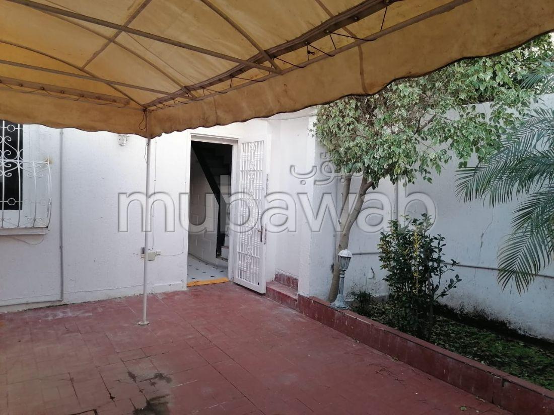 Villa de alto standing en alquiler en Centre. Area 100 m²;. Hermosa terraza y jardín.
