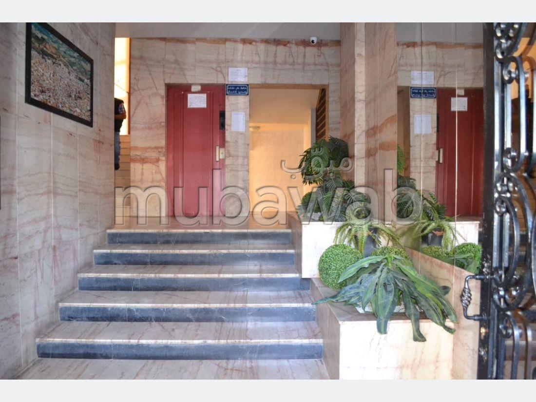 شقة للبيع ب لابيطا. 6 قطع رائعة. مع مصعد وشرفة.