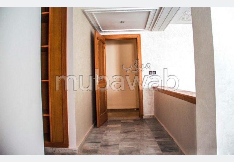 Piso en venta en Route Immouzer. Pequeña superficie 155 m²;. Bodega, gran terraza.