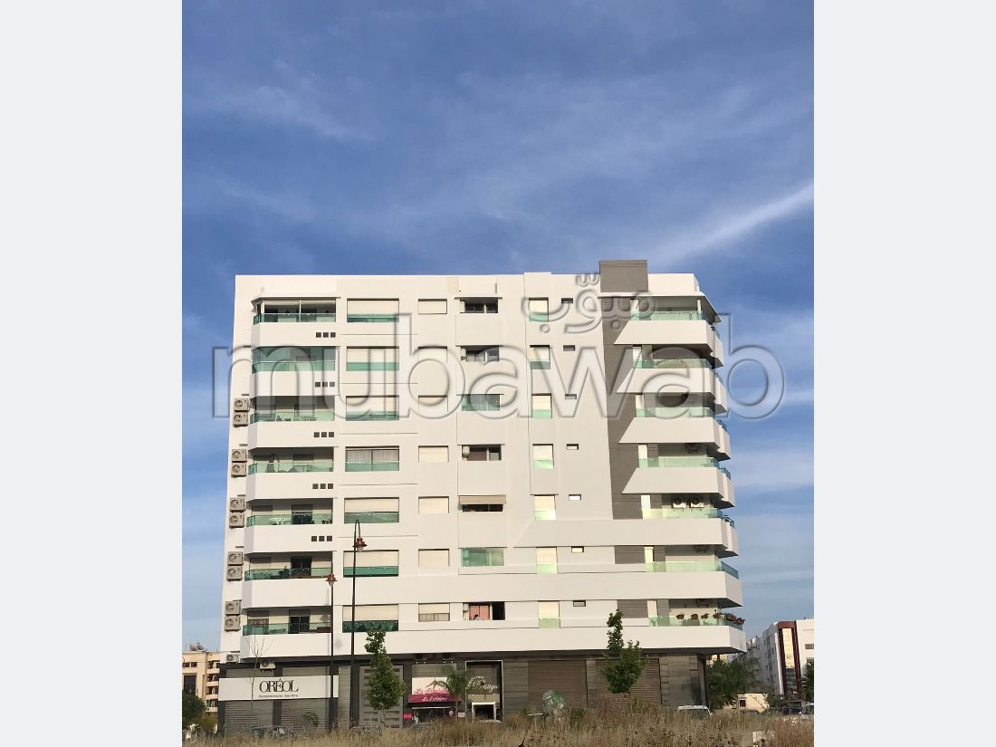 شقة للشراء ب شون كورس. المساحة الإجمالية 182 م². موقف السيارات وشرفة.