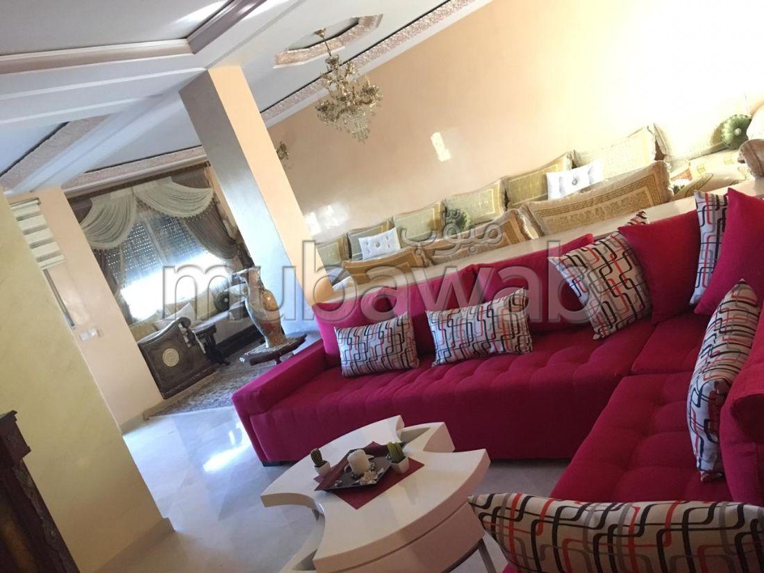 Suntuosa villa en venta en Achakar. Superficie 360 m²;. Jardineras, Gran terraza.