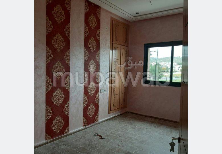 شقة جميلة للبيع ب واد فاس. 5 قطع. صالون مغربي، و خدمة الأمن والحراسة.