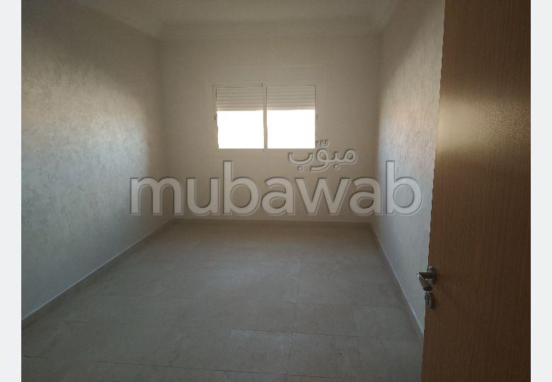 استئجار شقة بطريق الدارالبيضاء. المساحة الإجمالية 60 م². مصعد.