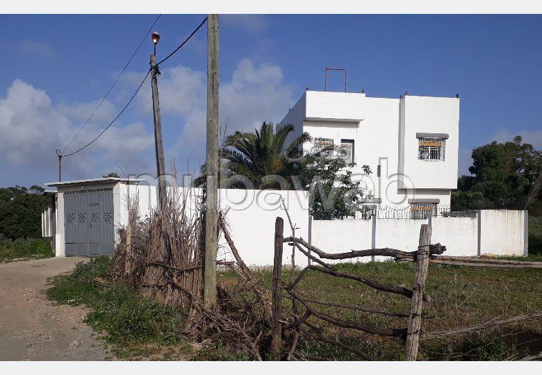 Suntuosa villa en venta en Boukhalef. 4 Dormitorio. Jardín y garaje.