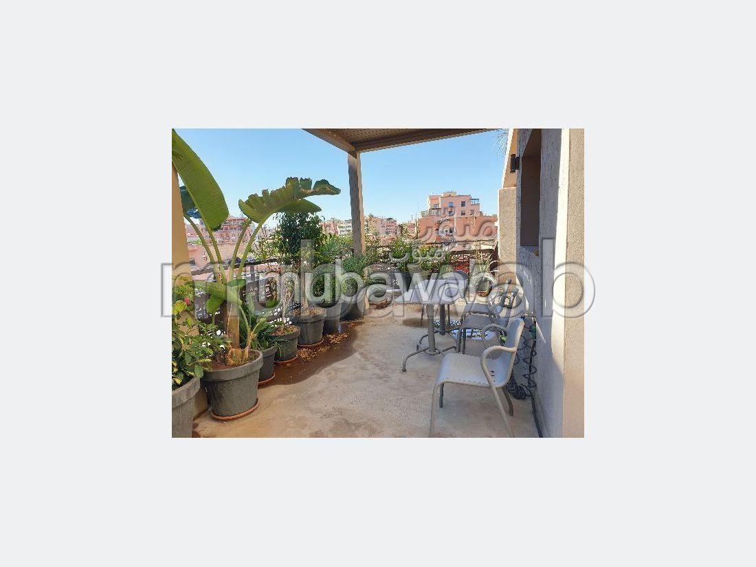 Bonito piso en alquiler en Guéliz. Superficie 85 m²;. Mobiliario.