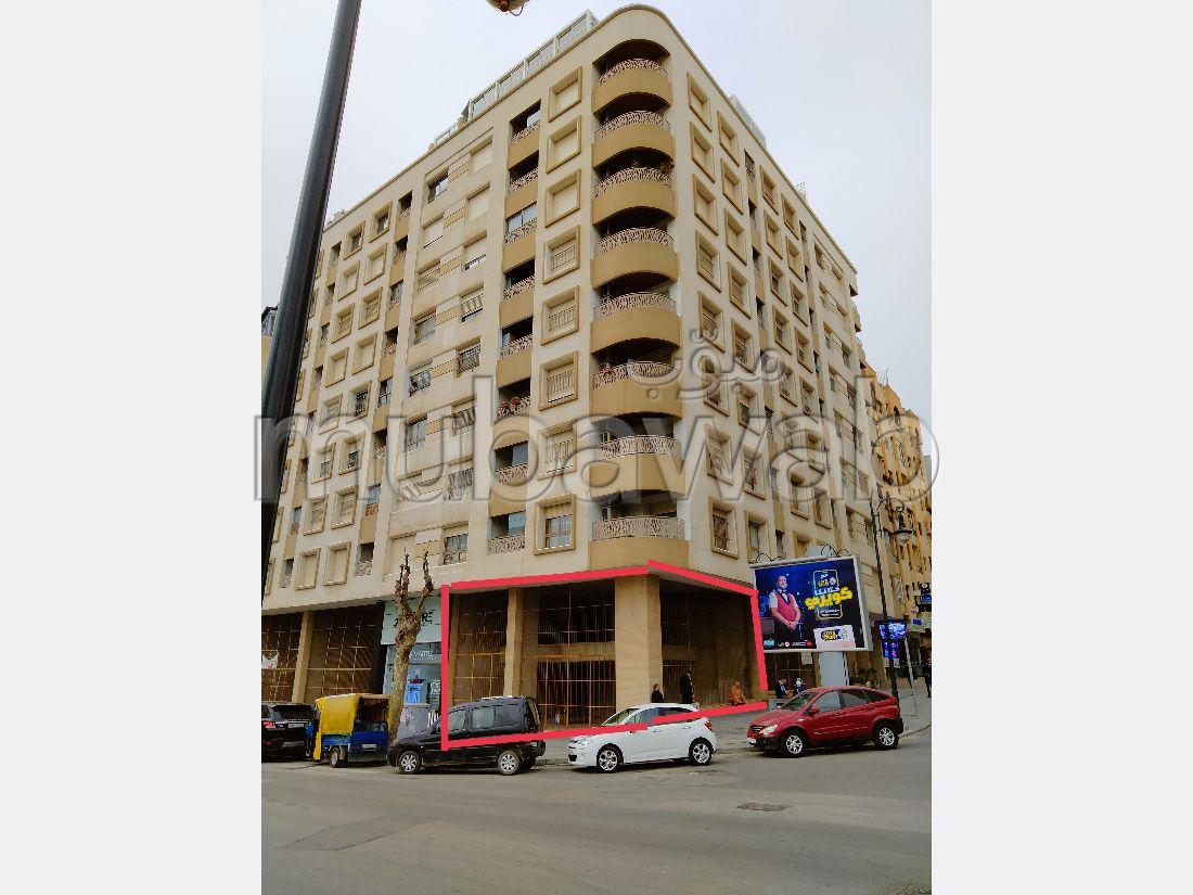 Oficinas y locales comerciales en alquiler en Administratif. Pequeña superficie 170 m²;.