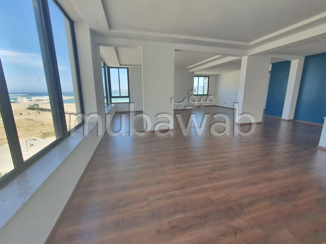 Lovely apartment for rent in De La Plage. 5 rooms. Residence with caretaker, general air conditioning.