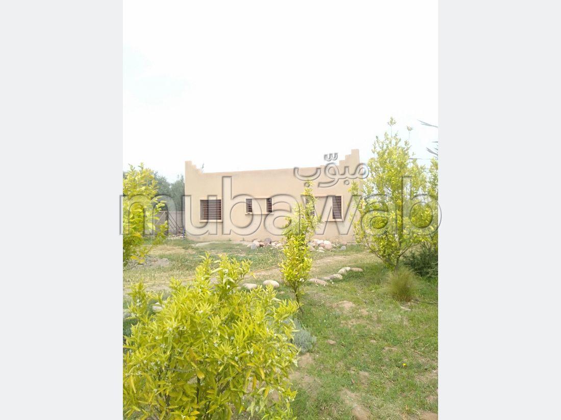 Vente villa de luxe à Route de Ouarzazate. 2 belles chambres. Salon traditionnel, antenne parabolique générale.