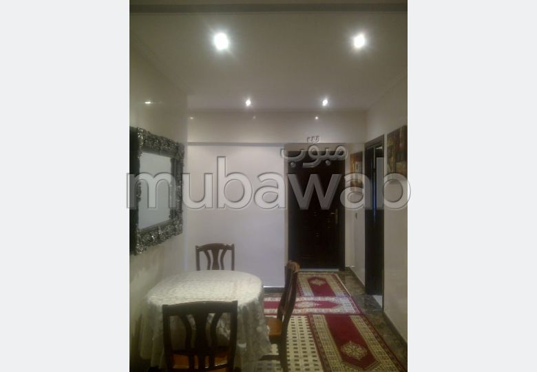 Bel appartement en location à Casablanca. Superficie 100 m². Meublé