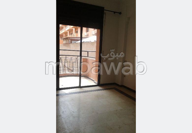 شقة رائعة للإيجار بحي الشتوي. 2 غرف جميلة. موقف سيارات ومصعد.