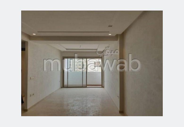 شقة جميلة للبيع ب المنبت. المساحة الكلية 65 م². شرفة ومصعد.
