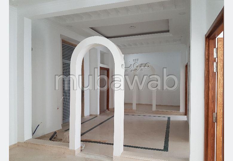 AV ou A louer S+3 Tunis Centre Ville 1600dt