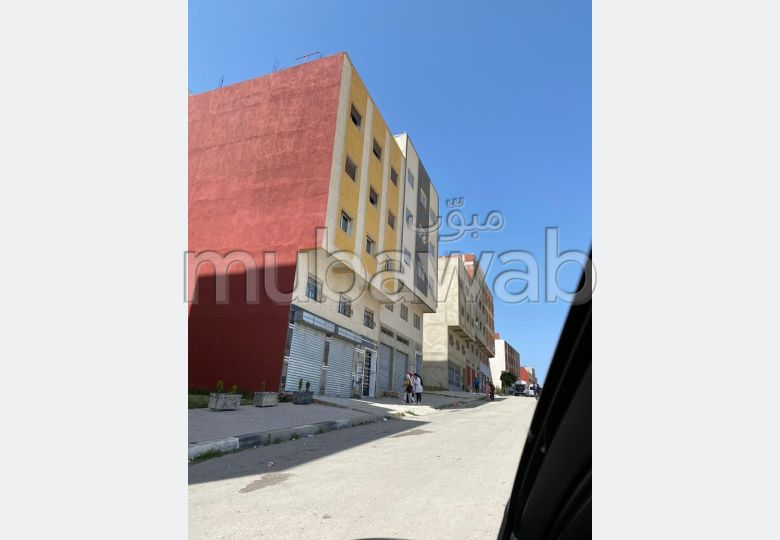 House for sale in Aouama Gharbia. Large area 100 m². Typical Moroccan living room, secured residence.
