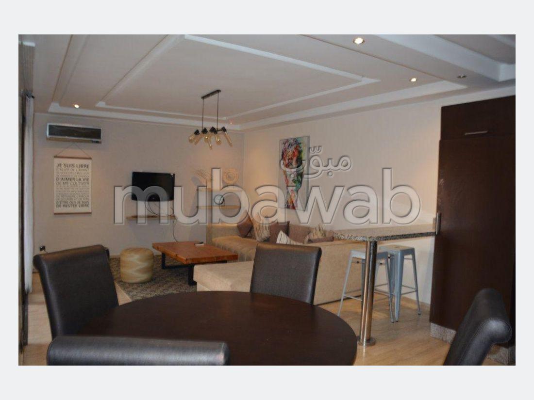 Se alquila este piso en Guéliz. Pequeña superficie 82 m²;. con muebles.