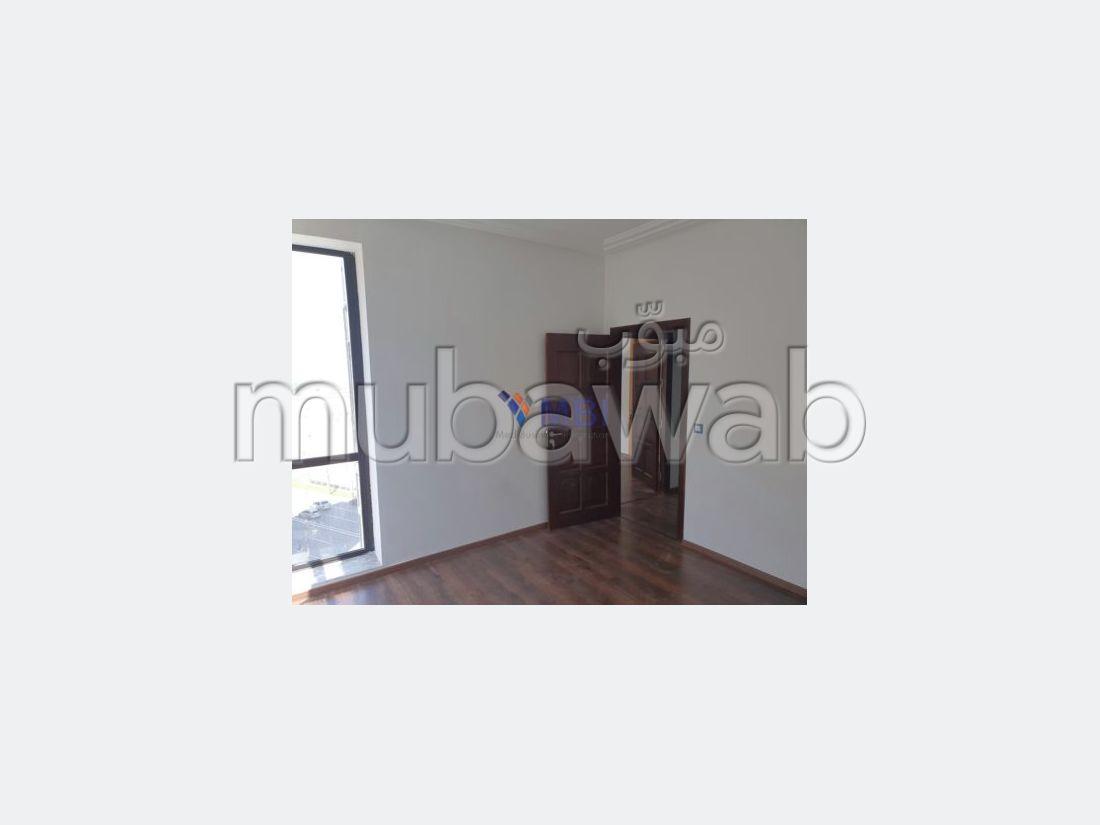 شقة رائعة للإيجار بطنجة. 3 غرف ممتازة. مرآب.
