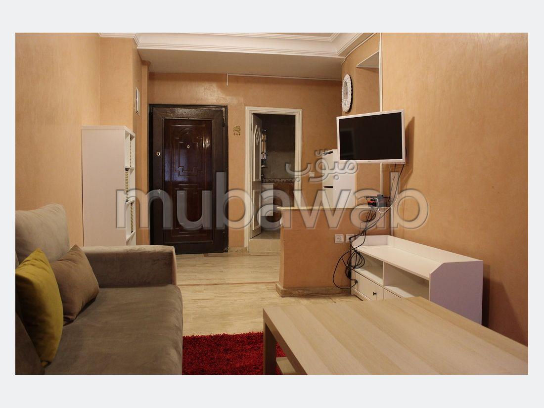 Bonito piso en alquiler en Guéliz. 4 habitaciones. está amueblado con buen gusto.