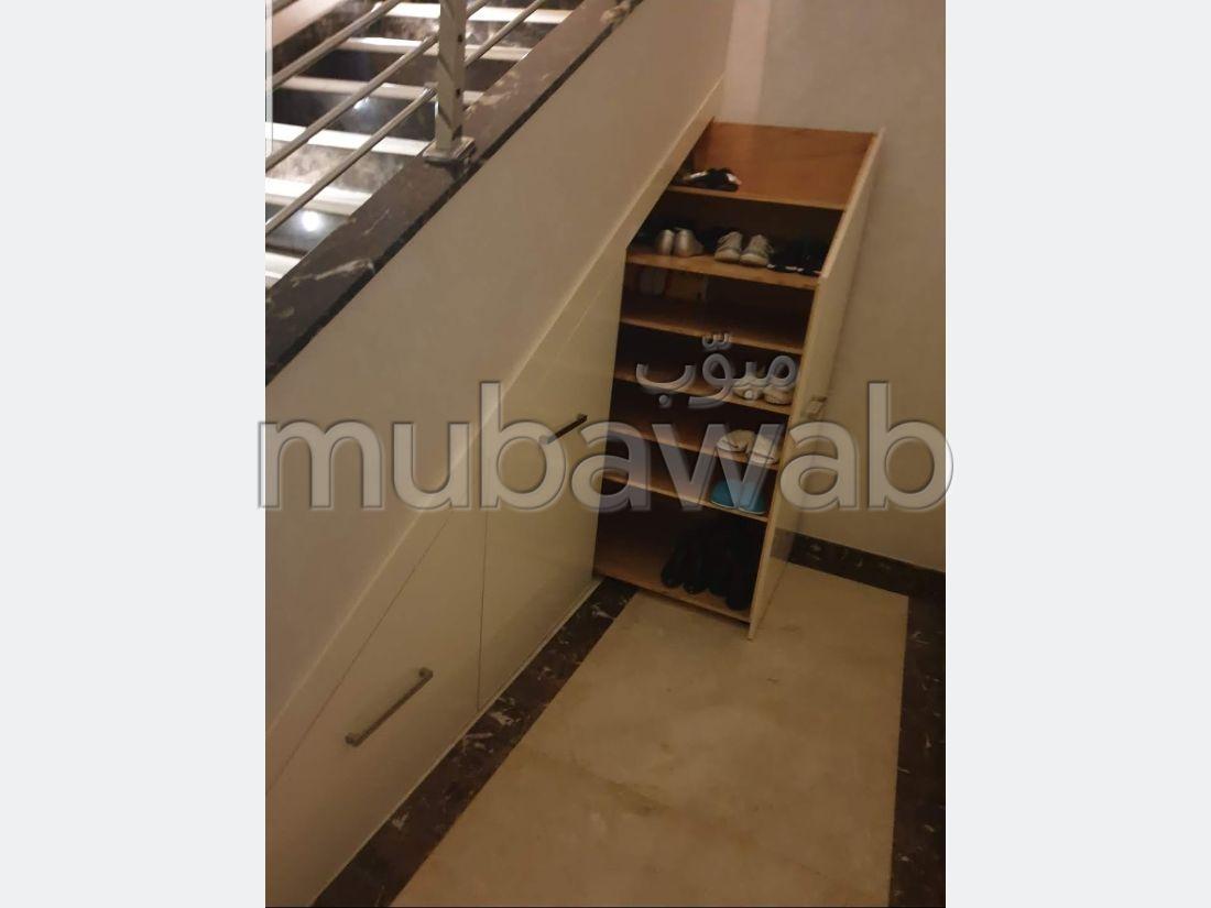 بيع منزل ممتاز ب طنجة البالية. 3 قطع كبيرة. صالون مغربي تقليدي ، إقامة آمنة.