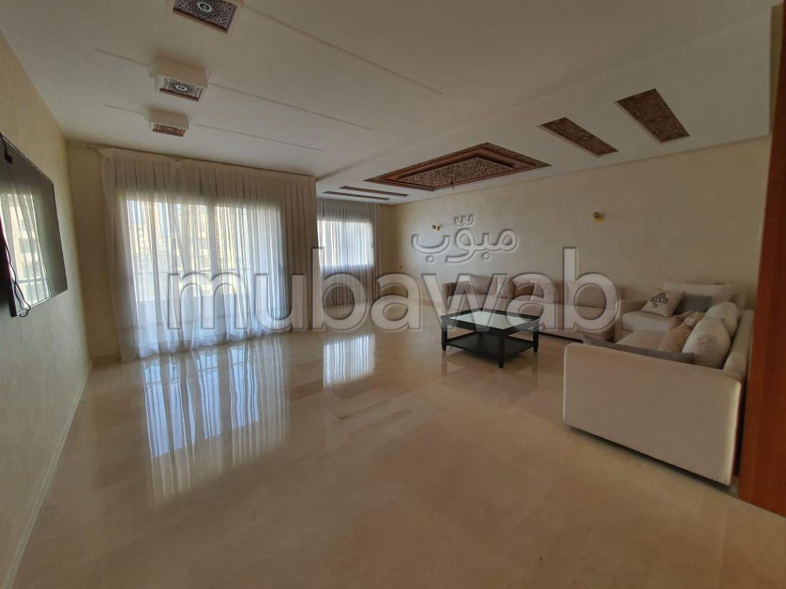 شقة جميلة للكراء ب ايبرية. 6 قطع رائعة. شرفة ومصعد.