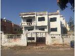 Maison de haut standing à vendre à Hay Hassani. Superficie 503 m². Places de parking et beau jardin.