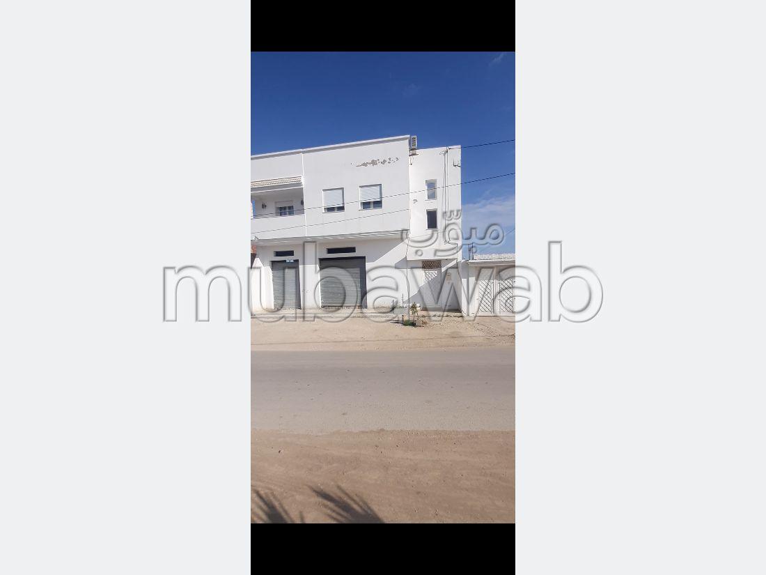 Somptueuse maison à vendre à Borj Touil. 4 chambres. Porte blindée, sécurité
