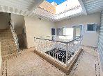 Encuentra el riad de tus sueños en Bab Lhmar. Dimensión 279 m²;. Cocina totalmente equipada.