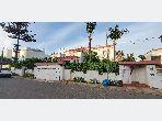 Casa de lujo en venta en Ain Diab Extension. Superficie de 723 m². Sistema parabólico y salón de estilo marroquí.