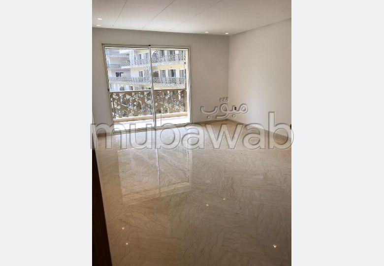 Très joli appartement vide à louer au CFC