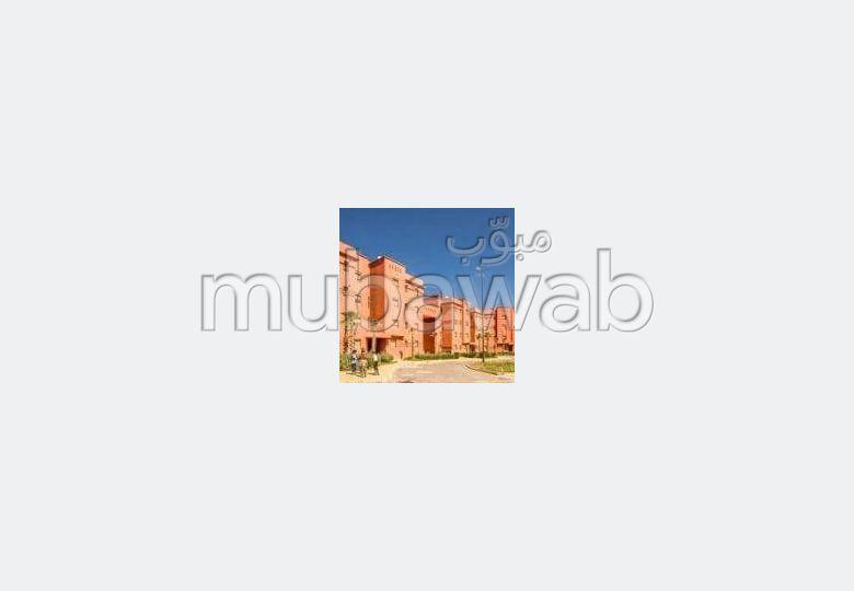Encuentra un piso en alquiler en Route de Ouarzazate. Superficie de 57 m²;. Impresionantes vistas de las montañas.