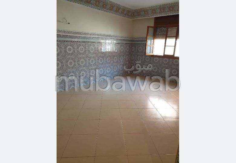 Flat for rent in Samlalia. 4 large living areas. Traditional living room.
