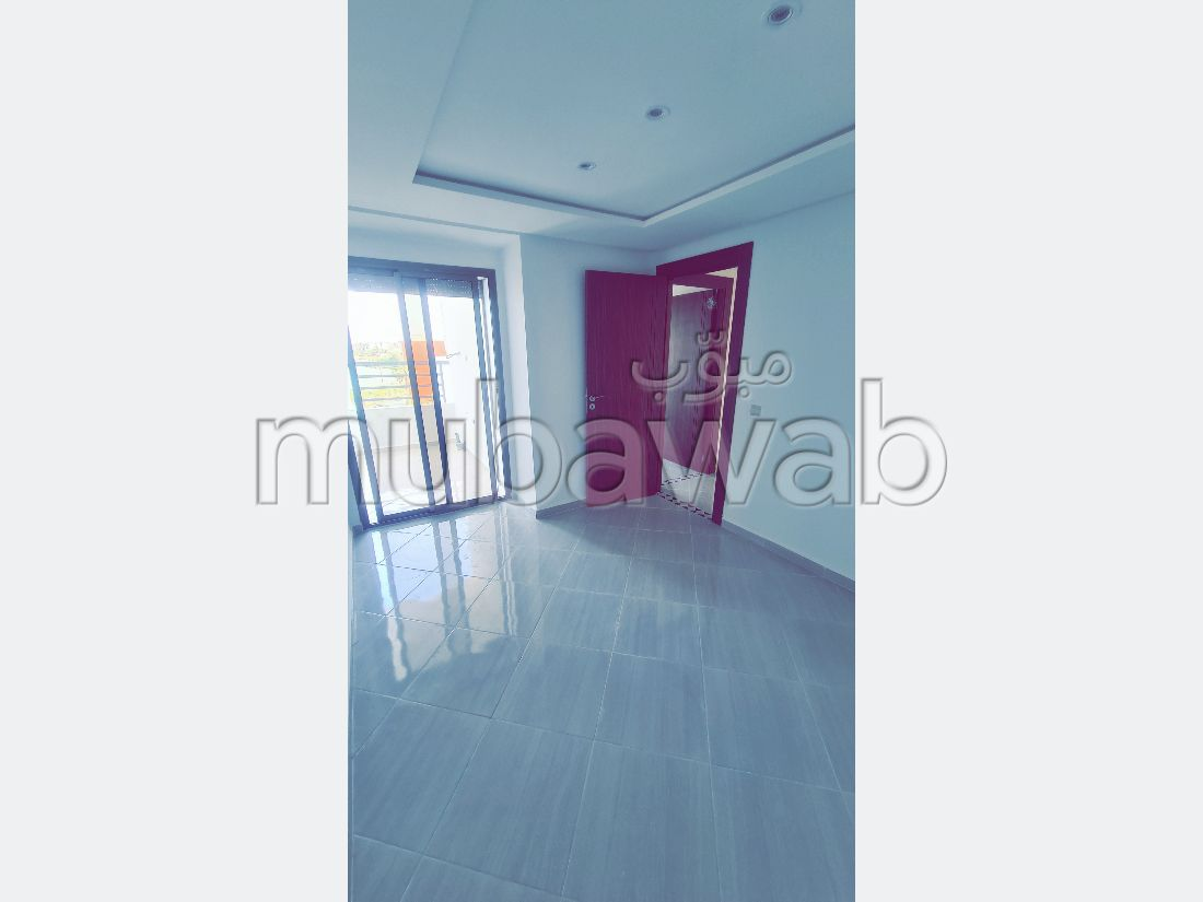 شقة جميلة للبيع ب فال فلوي. المساحة 99 م². باب متين ، طبق الأقمار الصناعية.