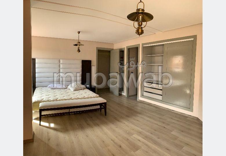 شقة للإيجار بطريق الدارالبيضاء. المساحة 112 م². مفروشة.
