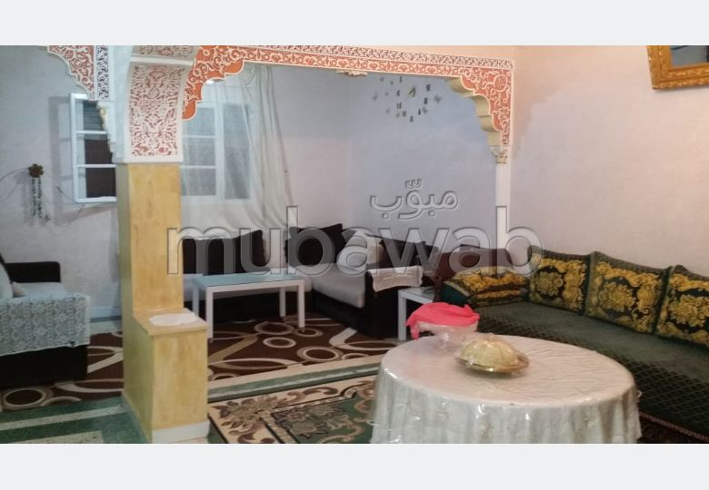 Sale of a lovely apartment in Hay Zaoudia. 2 Master bedroom. Moroccan living room and satellite dish.