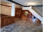 Duplex à louer à Hivernage. 4 pièces confortables. Avec ascenseur et espace vert