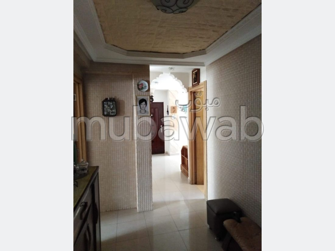 Maison de haut standing à vendre à Founti. Surface totale 200 m². Parking et jardin