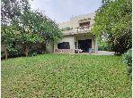 منزل فخم للبيع ب بولو. المساحة 839 م². حديقة وشرفة.