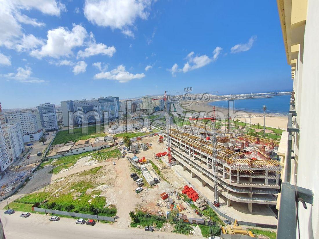شقة رائعة للبيع بحـي الشاطئ. المساحة الكلية 147 م². مطل على البحر.