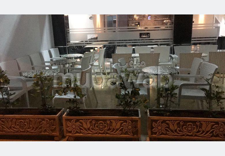 Oficinas y locales comerciales en venta en El Majd. Pequeña superficie 150 m². Armarios.