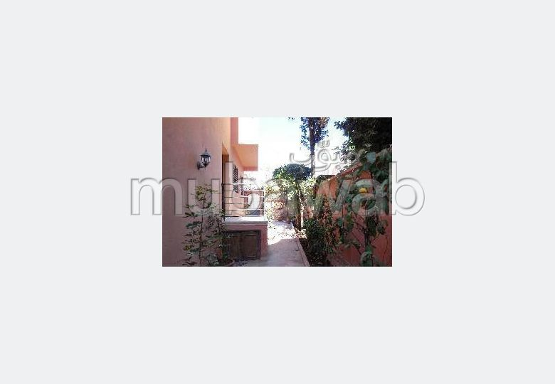 Villa à louer vide de 4ch avec jardin, quartier résidentiel sécurisé à qq pas des jardins Majorelle