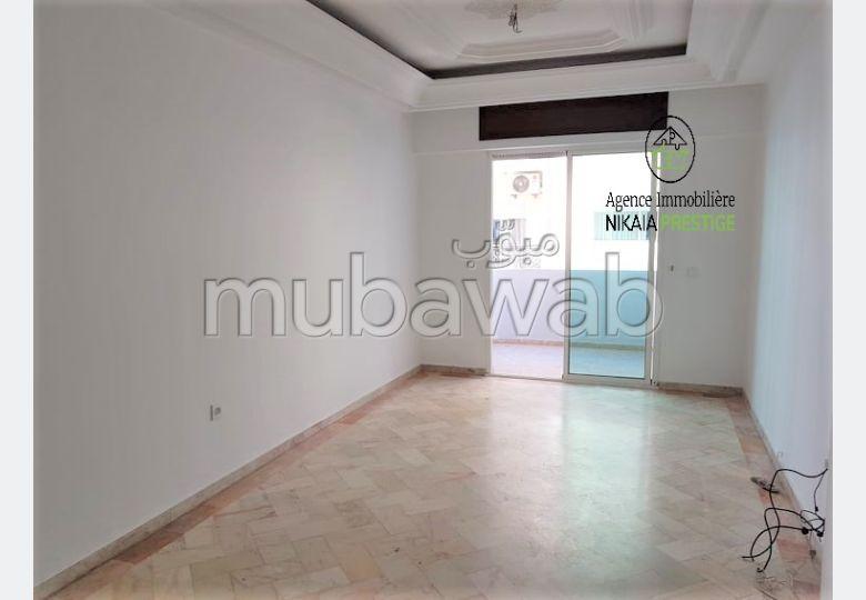 Bonito piso en venta en Triangle d'Or. 3 habitaciones confortables. Ascensor y terraza.