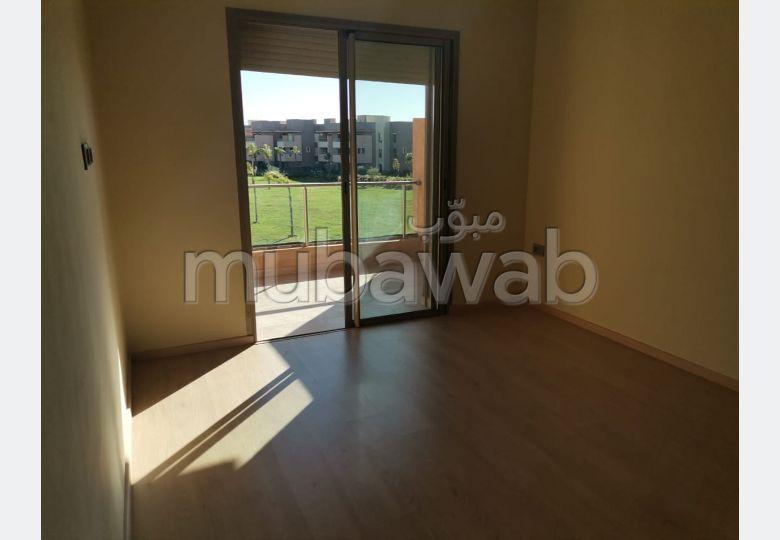 Appartement en vente à Agdal. 3 grandes pièces. Terrasse et jardin