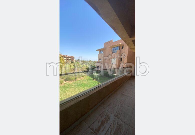 شقة للإيجار بأكدال. المساحة الإجمالية 100 م². حديقة ومرآب.
