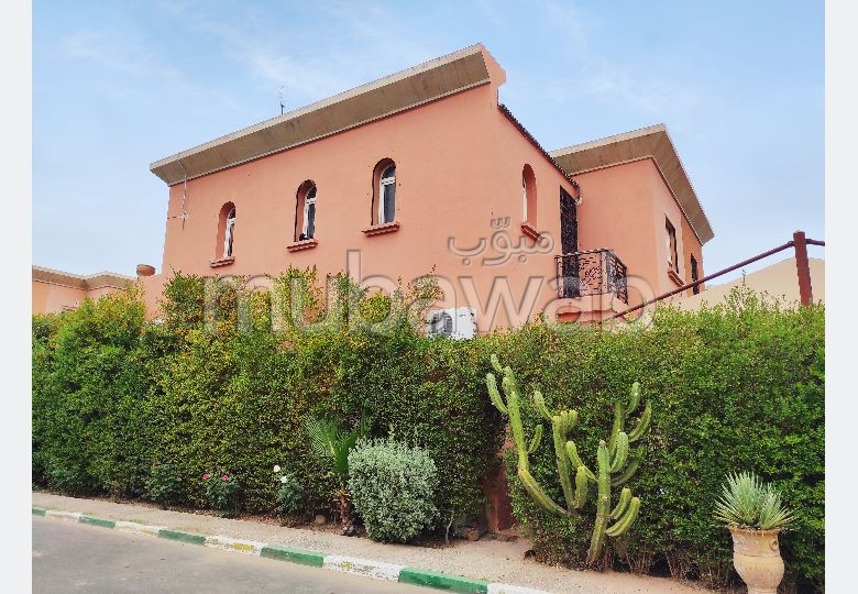 Very nice house for sale in Ennakhil (Palmeraie). 6 Practice. Caretaker available.