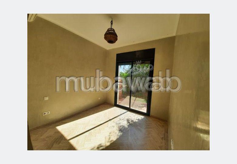 شقة رائعة للإيجار طريق فاس ب. 6 قطع كبيرة. مساحة خضراء.