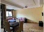 Piso en venta en Boumesmar. Pequeña superficie 84 m². Cuenta con una piscina y una chimenea.