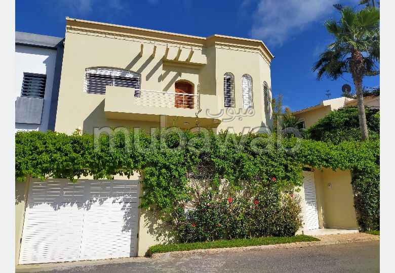 Fabulous villa for sale in Hay Hassani. Large area 551 m². Swimming pool and fireplace.