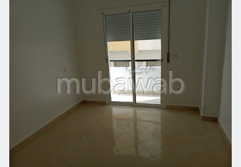 بيع شقة ب مغوغة. المساحة الكلية 69 م². صحن هوائي والأمن والحراسة.