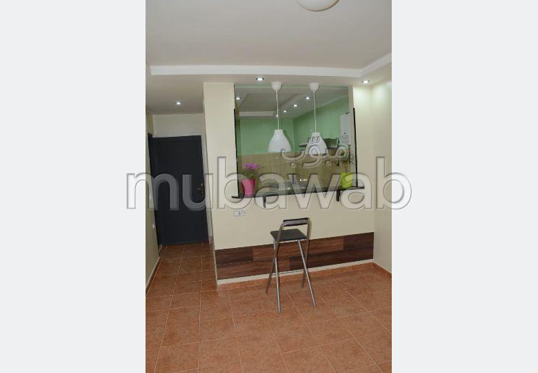 شقة رائعة للإيجار بطريق أكادير الصويرة. 1 غرفة جيدة. تتوفر الإقامة على خدمة الكونسياج ونظام تكييف الهواء.