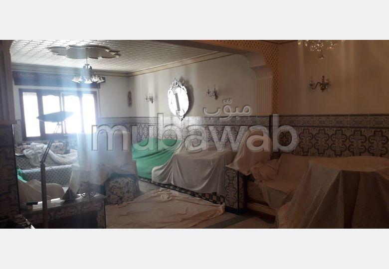 بيع منزل ب حي النصر. 14 قطع مريحة. موقف السيارات وشرفة.