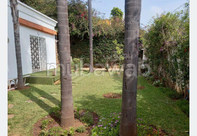 فيلا جميلة للكراء بالوازيس. 4 غرف جميلة. موقف للسيارات وحديقة.