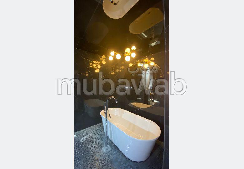 Bonito piso en venta en Guéliz. Gran superficie 65 m². Conserje disponible, sistema de aire condicionado.